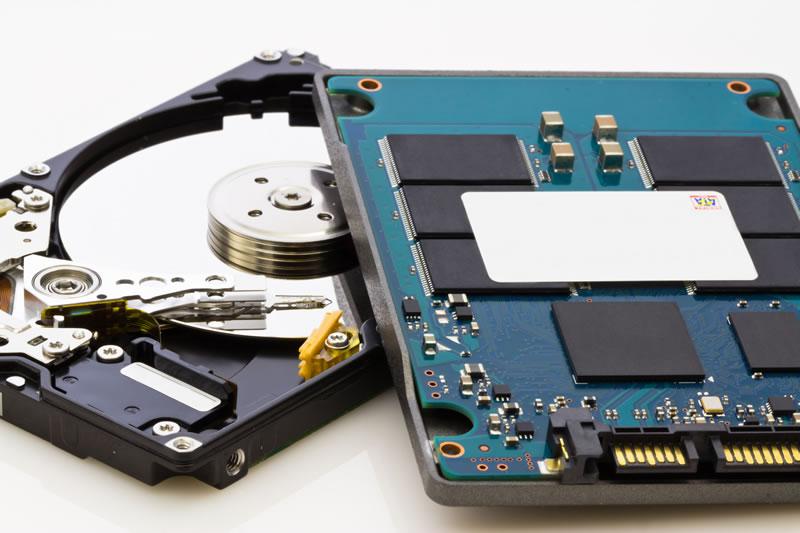 Principales-diferencias-entre-discos-duros-y-discos-SSD